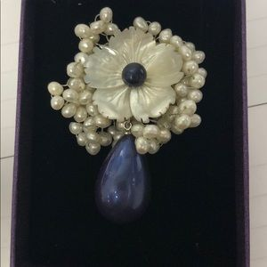 Brooch never worn no tag